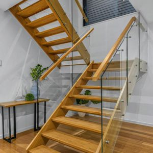 Frameless glass balustrade on stairs
