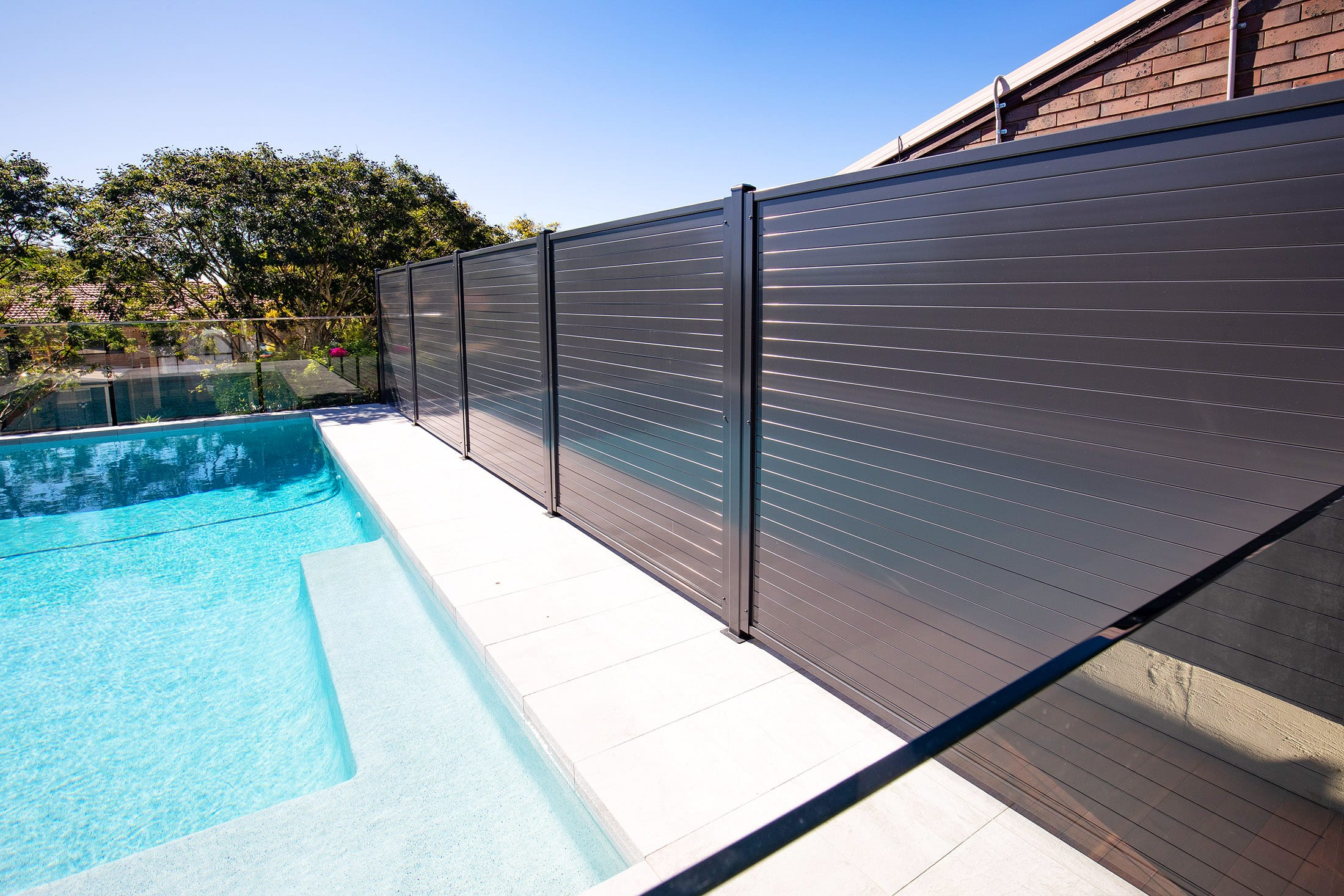 Pool privacy screen