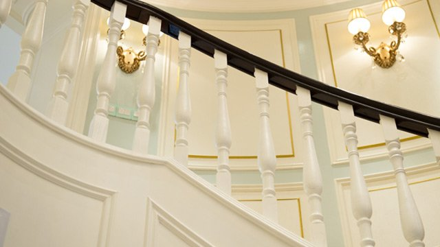 traditional colonial staircase mansion balustrade