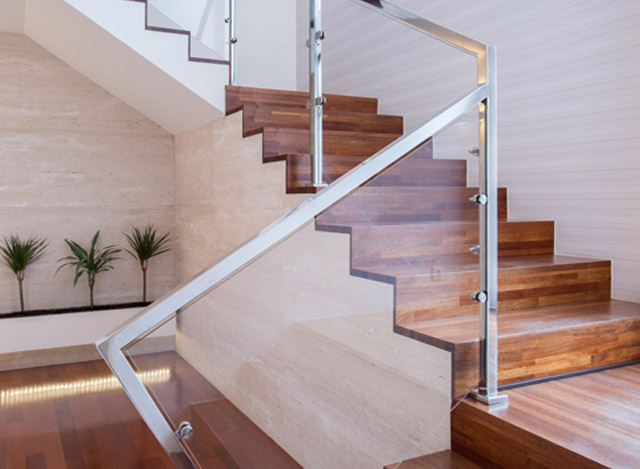 Glass Staircase Fence with a Metal Handrail Frame